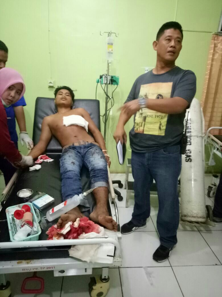 Kapolres Pangkep, AKBP Edy Kurniawan mendatangi pelaku duel, Syamsul di RSUD Pangkep
