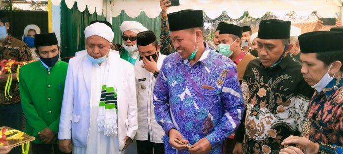 Bupati Pangkep Syamsuddin saat meresmikan Pondok pesantren Syaikh Zainuddin Nahdlatul Wathan Desa Malaka, Kecamatan Tondong Tallasa, Sabtu (3/10/2020).