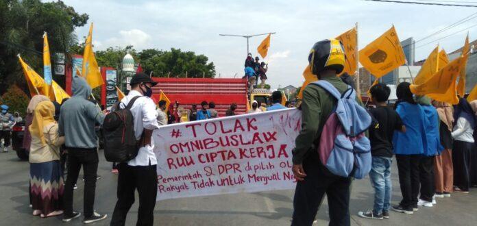 Massa PMII Cabang Pangkep unjuk rasa menolak Omnibus Law